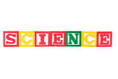 Vetenskap - alfabetet behandla som ett barn kvarter på vit Arkivbild