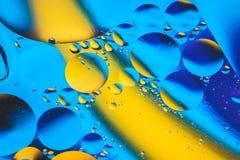 Vetenskaplig bild av cellmembranet Makro upp av vätskevikter Abstrakt molekylatomsctructure vatten för bubblor för bakgrundsbad b Royaltyfri Foto