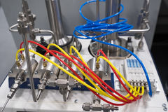 Vetenskaplig utrustning i ett nytt laboratorium Arkivbilder
