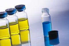 Vetenskapliga prövkopiaflaskor Arkivbilder