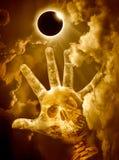 Vetenskapligt naturligt fenomen Sammanlagd sol- förmörkelse med diamanten arkivfoton