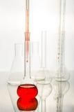 Vetenskapligt utrustningkemikalielaboratorium Kemiska studier arkivbilder