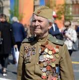 Veteran av det stora patriotiska kriget Yevgeny Shalashnikov på röd fyrkant under berömmen av Victory Day på röd fyrkant Royaltyfri Bild