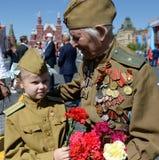 Veteran av det stora patriotiska kriget Yevgeny Shalashnikov på röd fyrkant under berömmen av Victory Day på röd fyrkant in Royaltyfria Bilder
