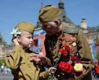 Veteran av det stora patriotiska kriget Yevgeny Shalashnikov på röd fyrkant under berömmen av Victory Day på röd fyrkant in Royaltyfri Foto