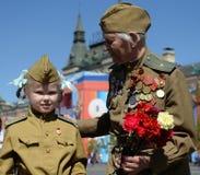 Veteran av det stora patriotiska kriget Yevgeny Shalashnikov på röd fyrkant under berömmen av Victory Day på röd fyrkant in Royaltyfri Fotografi