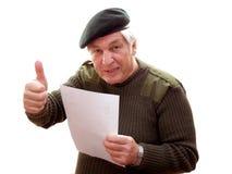 Veteran, der die Daumen aufgibt Lizenzfreie Stockfotos