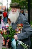 Veteran för världskrig II på Victory Day beröm på avenyn av hjältar i Volgograd Royaltyfria Bilder