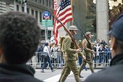 Veterandagen ståtar NYC Arkivfoto