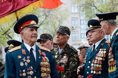 Veterane des großen patriotischen Krieges kamen, Victory Day auf 9 von Mai, Odessa, Ukraine zu feiern Stockbilder