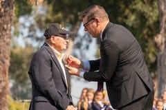 Veterane des Zweiten Weltkrieges, welche die Legion der Ehre empfangen stockfotos