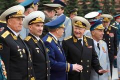 Veteranengespräch an der Zeremonie des Wreathlegens Stockfotografie