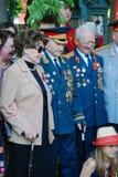 Veteranos de guerra e sua pose das famílias para fotos foto de stock