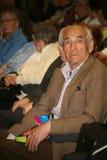 Veteranos, inhabilitados y personas mayores, pensionistas, espectadores del concierto de la caridad Fotografía de archivo