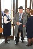 Veteranos, inhabilitados y personas mayores, pensionistas, espectadores del concierto de la caridad Fotos de archivo