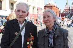 Veteranos mayores de la guerra en el centro de Moscú Fotografía de archivo libre de regalías