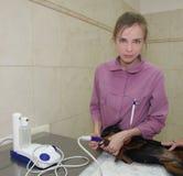 Veterinário-mulher e cão. Foto de Stock Royalty Free