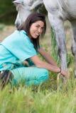 Veterinair op een landbouwbedrijf Stock Fotografie