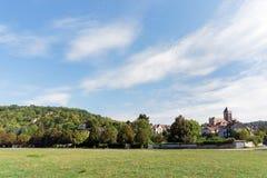 Vetheuil-Dorf im Ile de France lizenzfreie stockbilder