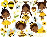 Vetor ajustado com as meninas, as abelhas, mel, os balões e as flores afro-americanos pequenos Foto de Stock