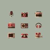 Vetor ajustado dos dispositivos dos meios ícones retros Fotos de Stock