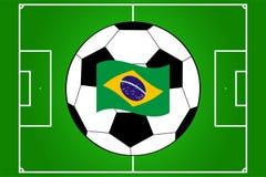Vetor do campo e da bola de futebol com a bandeira de Brasil Imagem de Stock Royalty Free