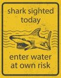 Vetor eps8 do sinal de aviso do ataque do tubarão do Grunge ilustração stock