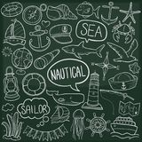 Vetor feito à mão do projeto do esboço tradicional náutico dos ícones da garatuja da aventura do mar ilustração stock