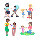 Vetores lisos das crianças felizes das alimentações das mães ajustados ilustração royalty free