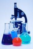 Vetreria per laboratorio e microscopio fotografia stock libera da diritti