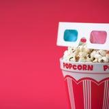 vetri 3D & una benna di popcorn Immagine Stock Libera da Diritti