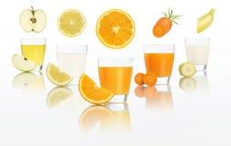 Vetri, arancia, limone, mela, carota e banana del succo di frutta, Fotografie Stock