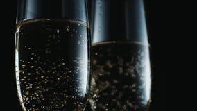 Vetri con champagne stock footage