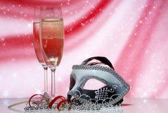 Vetri con champagne e la mascherina veneziana Immagini Stock