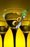 Vetri con martini ed olive verdi Fotografia Stock Libera da Diritti