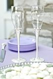 Vetri d'argento e di cristallo di cerimonia nuziale Immagini Stock Libere da Diritti