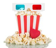 vetri 3D, grande popcorn della scatola quadrata, popcorn intorno e hea rosso Immagine Stock