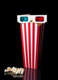 vetri 3D sopra il secchio del popcorn Immagini Stock