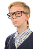 Vetri d'uso del geek del ragazzo adolescente serio del nerd immagini stock