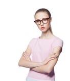 Vetri d'uso della bella giovane donna bionda con le armi piegate Stile dell'ufficio Isolato su priorità bassa bianca Immagini Stock Libere da Diritti