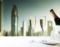 Vetri del champagne e grattacieli del Dubai Fotografie Stock