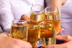 Vetri del tintinnio e celebri con champagne Fotografia Stock Libera da Diritti