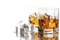 Vetri del whiskey con ghiaccio Fotografia Stock