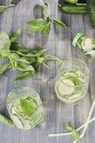 Vetri dell'acqua della disintossicazione del cetriolo Fotografia Stock Libera da Diritti