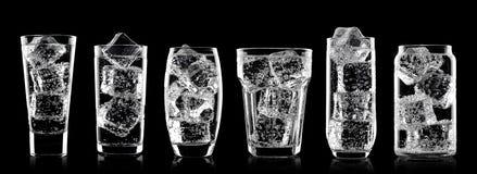 Vetri della bevanda della soda dell'acqua frizzante con ghiaccio Fotografia Stock Libera da Diritti