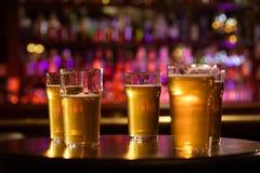 Vetri della birra di luce bianca fresca fredda Fotografia Stock