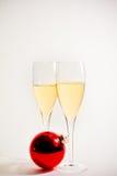 Vetri della sfera di natale e del champagne Immagini Stock Libere da Diritti