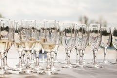 Vetri di Champagne con champagne Fotografia Stock
