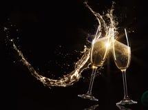 Vetri di champagne con spruzzata Fotografia Stock