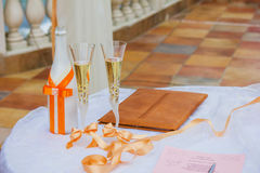 Vetri di Champagne di nozze. Nozze - celebrazione di amore Immagine Stock Libera da Diritti